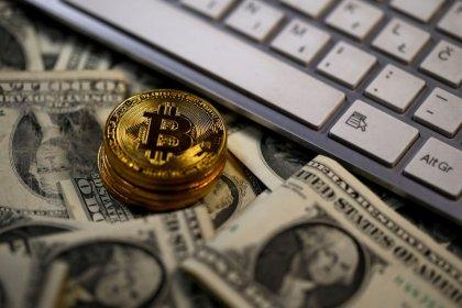 Bitcoin cotiza por encima de 15.000 dlrs tras fuerte alza en apenas 12 horas