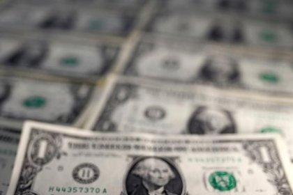 Dólar sobe 1,73%, maior salto em quase 7 meses, e se aproxima de R$3,30 com temor sobre Previdência