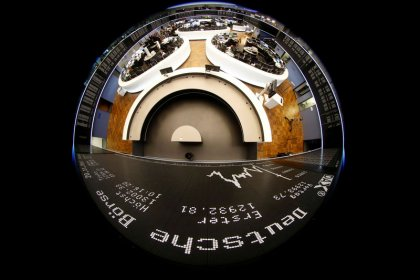 HINTERGRUND-Experten erwarten 2018 Dax-Rekordlauf mit Hindernissen