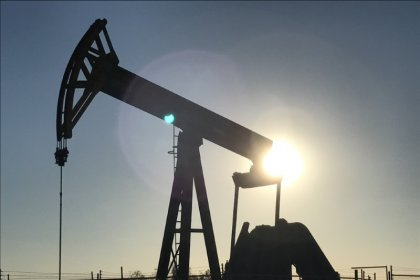 تراجع أسعار النفط بسبب زيادة منصات الحفر النفطية بالولايات المتحدة