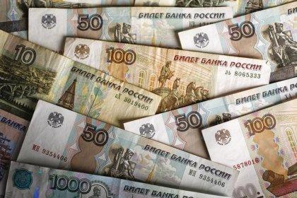Рубль в плюсе на малоактивных в ожидании ФРС торгах