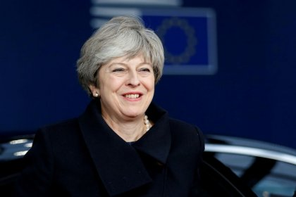 Após revés em Londres, May recebe aplausos sobre Brexit em Bruxelas