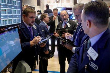 Borsa Milano negativa con banche, cade Ferragamo, bene Poste