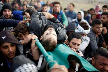 Soldados israelenses matam 4 palestinos e ferem 150 em protestos por Jerusalém