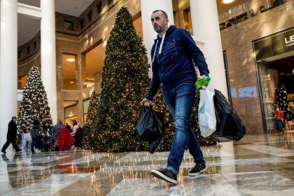 Shop early, shop often to avoid Christmas impulse buying: study
