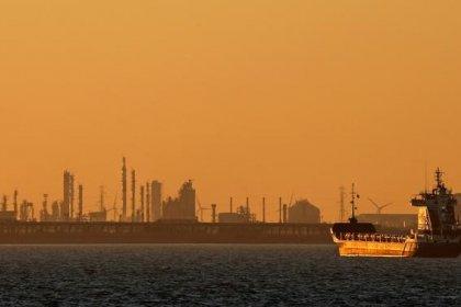 Нефть торгуется разнонаправленно, Brent снова протестировала $70