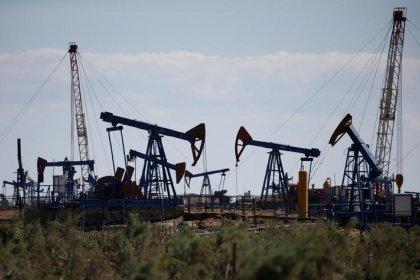 Нефть дешевеет, но держится вблизи достигнутых максимумов за счёт хорошего спроса