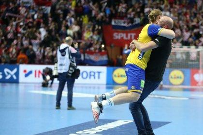 Handball: Sweden stun hosts Croatia to advance into main round at Euros