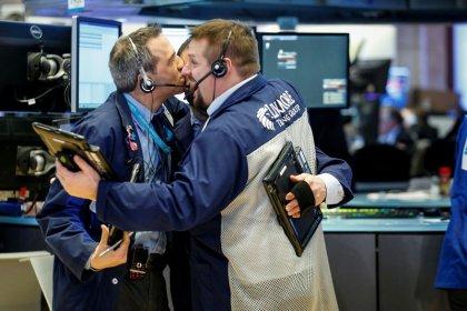 Le Dow salue les résultats, finit à plus de 26.000 points