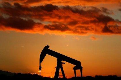 Нефть дешевеет под давлением роста добычи в США