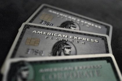 AmEx получила первый убыток за 26 лет, приостановит обратный выкуп акций
