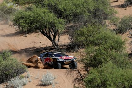 Sainz on the brink of Dakar Rally triumph for Peugeot