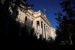 El Ibex sigue subiendo a mediodía tras la mejora de rating de España