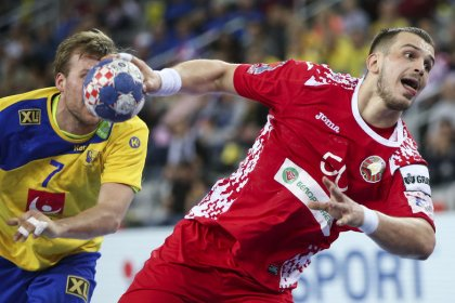 Goals galore as France and Sweden close in on Euro handball semis