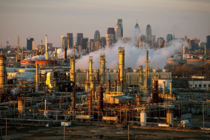 Oil rises on IMF economic growth outlook, OPEC-Russian supply curbs