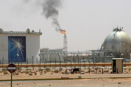 استطلاع-النفط عند 70 دولارا لن يصلح أوضاع الخليج الاقتصادية سريعا