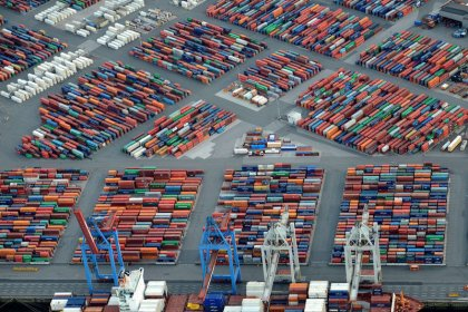 Germany's trade surplus shrinks in 2017
