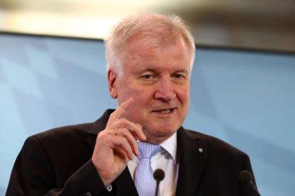 Seehofer will stärkere Kontrollen an deutschen Grenzen prüfen