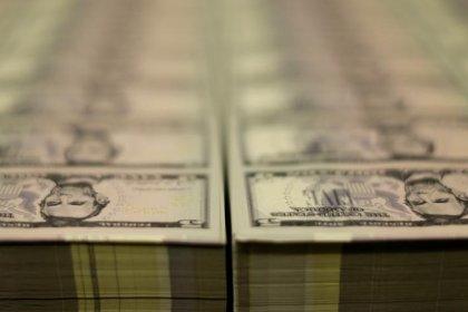 الدولار يرتفع مع ترقب الأسواق لاجتماع المركزي الأمريكي والين يصعد