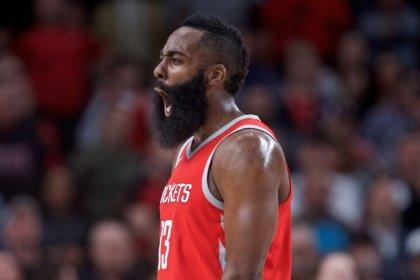 روكتس يضع حدا لانتصارات تريل بليزرز في دوري السلة الامريكي