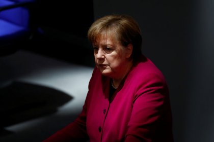 Merkel calls for euro zone architecture for eurozone to lower risks