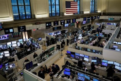 Wall Street et l'Europe chutent, les taux plongent avant Trump