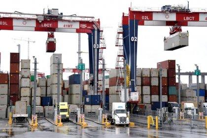 Trump moves toward China tariffs in warning shot on technology transfer