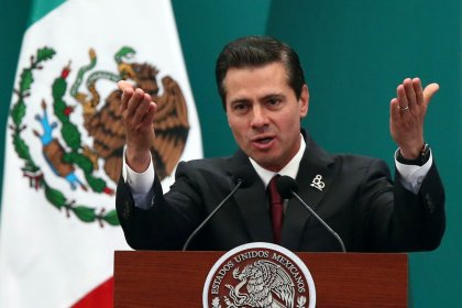 Mexican president defends energy reform from leftist's attacks