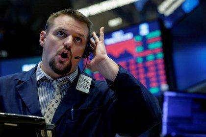 Индексы США потеряли более 2% после решения Трампа ввести пошлины на китайские товары