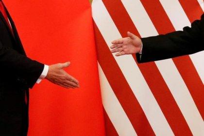 """Китай призвал США отойти от """"края"""" после решения Трампа о введении пошлин"""