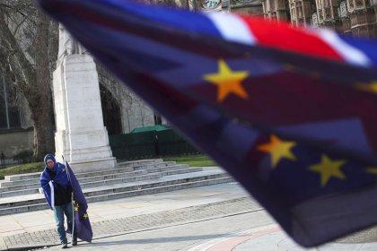 Brexit, leader Ue confermano offerta transizione, posizione su commercio