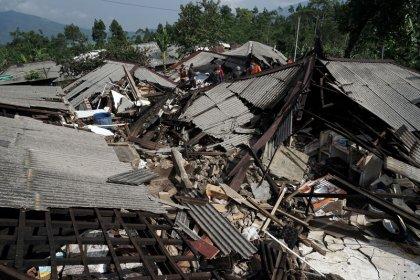 فرار المئات من منازلهم بعد زلزال قوته 4.4 درجة في إندونيسيا
