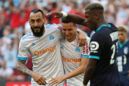 Marseille hammer Lille to stay in Champions League race