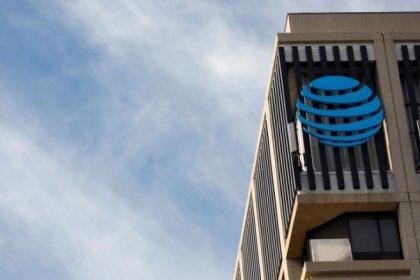 AT&T rate le consensus au premier trimestre, l'action baisse