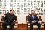 Sorrisi e strette di mano per storico incontro tra leader due Coree