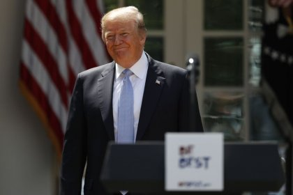 Iran, Trump ha detto a Macron che Usa si ritirerà da accordo nucleare-NYT
