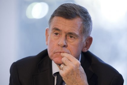 France urges ex-Carrefour CEO to give up retirement package