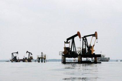 U.S. oil slumps as China threatens duty on U.S. crude imports