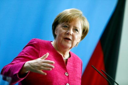 Germania, Merkel: coalizione conservatori vuole ridurre numero migranti