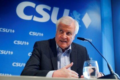 Germania, leader Csu vuole respingere migranti al confine senza accordo europeo