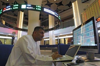 بورصة دبي تتراجع تحت ضغط العقارات والبنوك وأبوظبي تهبط أيضا