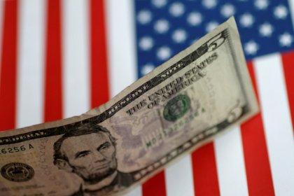 الدولار يتوقف بعد ذروة 11 شهرا مع احتدام قلق الحرب التجارية