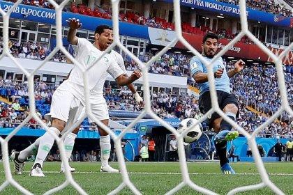Suarez scores to put Uruguay up 1-0 against Saudi Arabia at halftime