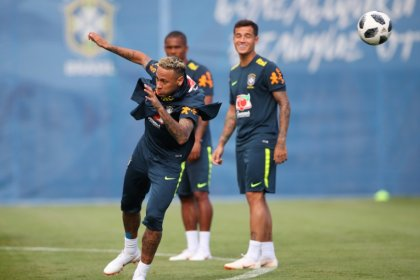 Brazil struggle, but the focus is on Neymar