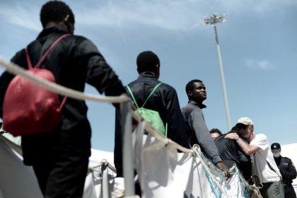 Migranti, Salvini: salvare tutti, ma portarli in altri paesi