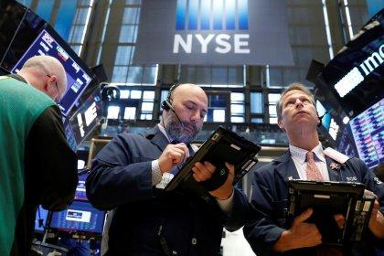 Nasdaq закрылся на рекордном пике; Dow снизился