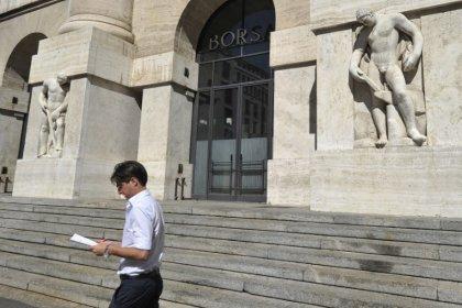 Borsa Milano debole, vendite su banche e automotive