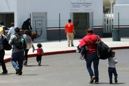 Despite Trump order, border child separations could go on: legal experts