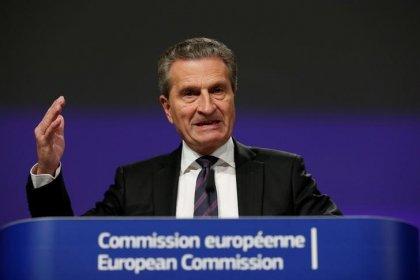 Tutta la Ue deve supportare paesi dove sbarcano migranti, dice commissario europeo Oettinger