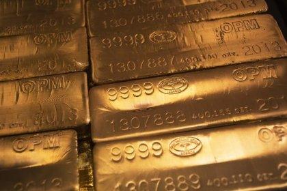 Цены на золото выросли после ослабления доллара, но могут продолжить снижение